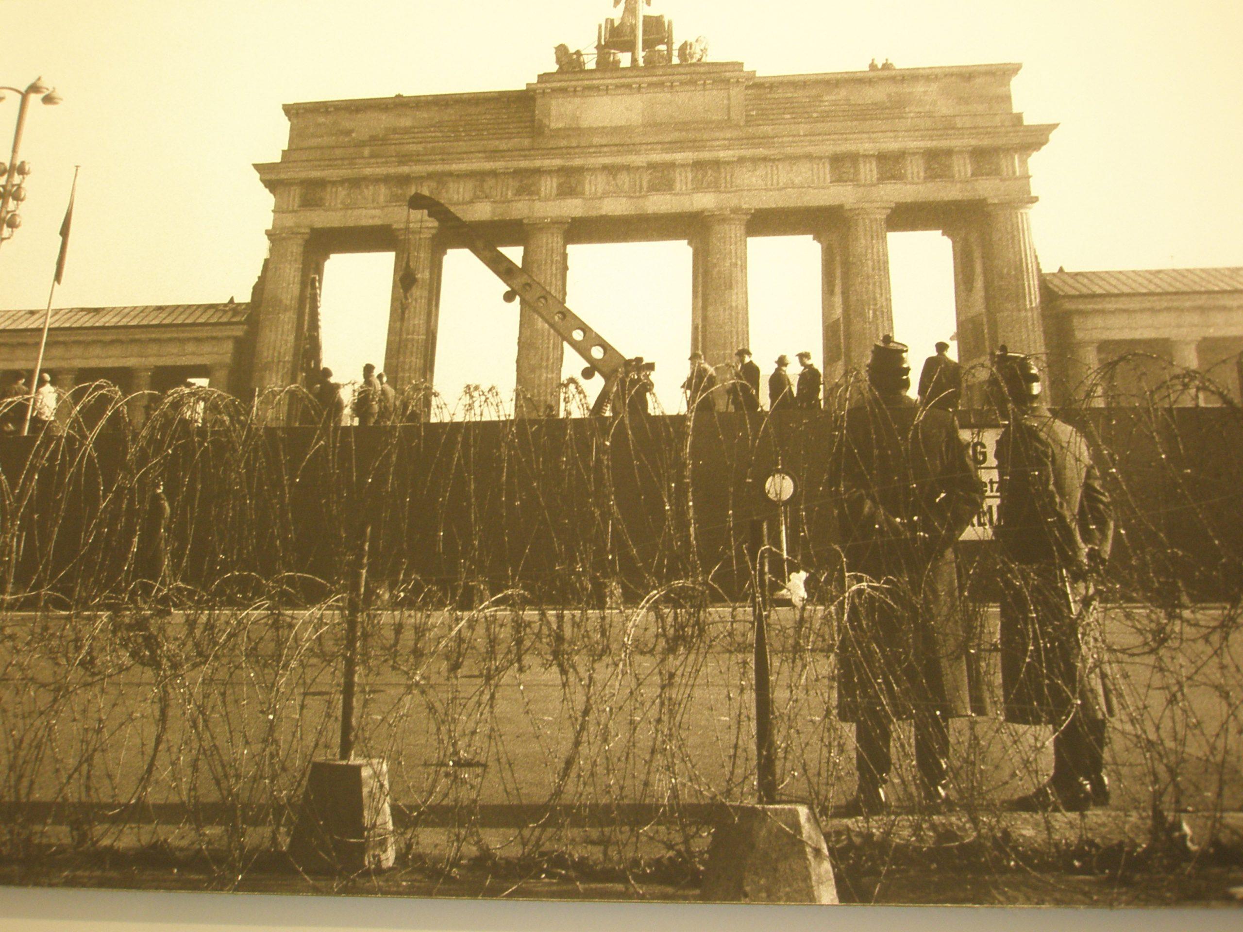 Pad Berlinskog zida - problem Istoka i Zapada